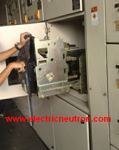 acb service maintenance for low voltage circuit breakers electrical abb air circuit breaker wiring diagram at fashall.co